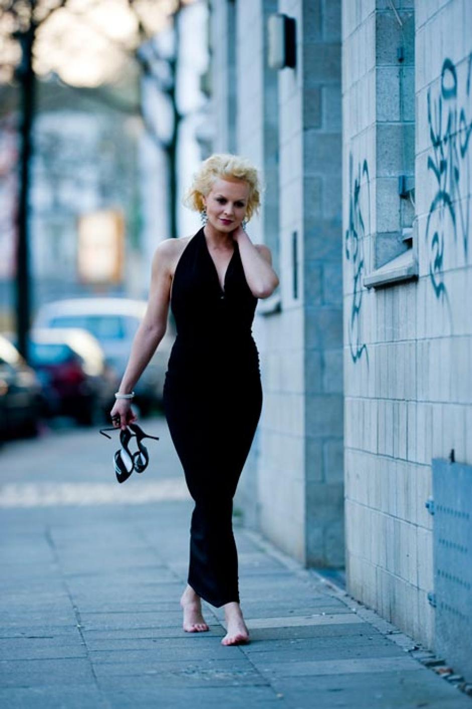 Anja Nejarri Nude Photos 30
